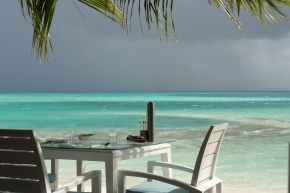 Maldives: The sun lights up the water