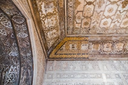 Agra fort - gold covered ceilings
