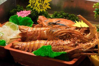 Raohe Street Night Market - fresh lobsters